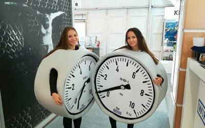 Nasze uśmiechnięte maskotki hostessy pracują podczas Targów Energetab w Bielsku-Białej :)
